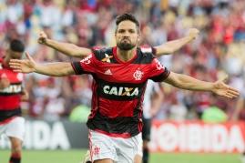 Diego comemora gol